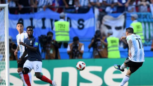 Di María chuta para empatar França x Argentina na Arena Kazan