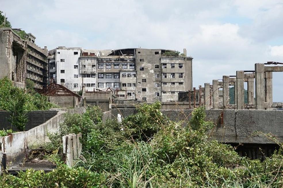 Blocos de apartamento e prédios da administração foram tomados pelo mato (Foto: Wikicommons/Reprodução) — Foto: Auto Esporte