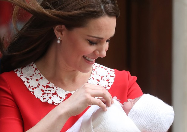 LONDON, ENGLAND - APRIL 23:  Catherine, Duchess of Cambridge departs the Lindo Wing with her newborn son at St Mary's Hospital on April 23, 2018 in London, England. The Duchess safely delivered a boy at 11:01 am, weighing 8lbs 7oz, who will be fifth in li (Foto: Getty Images)