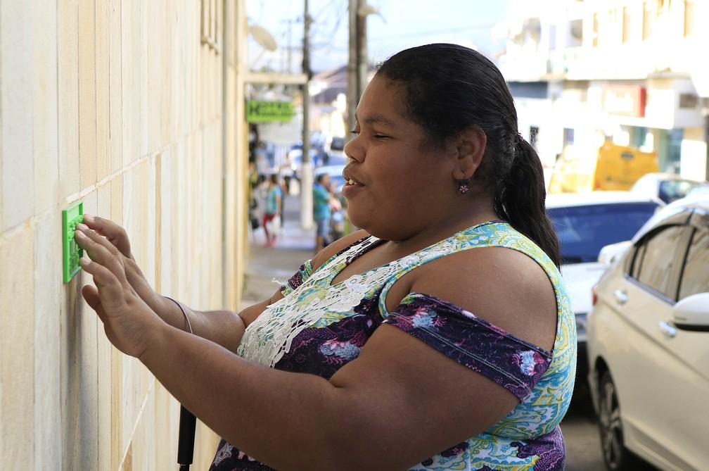 Deficientes visuais já utilizam placas de identificação em braille em Santa Rita do Sapucaí (Foto: Arquivo Pessoal/Lucas Amaral)
