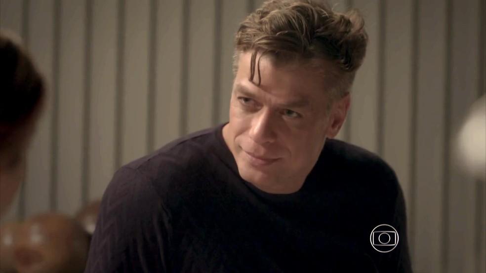 Arthur diz que Jonatas não é rapaz para Eliza — Foto: TV Globo