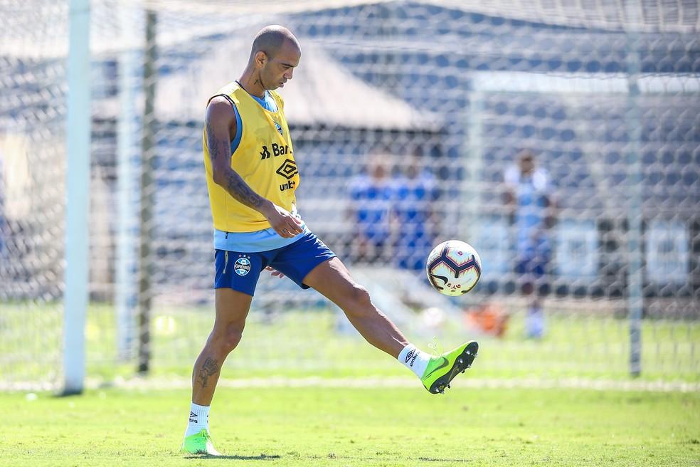 Diego Tardelli deve estrear com a camisa do Grêmio — Foto: Lucas Uebel/Grêmio