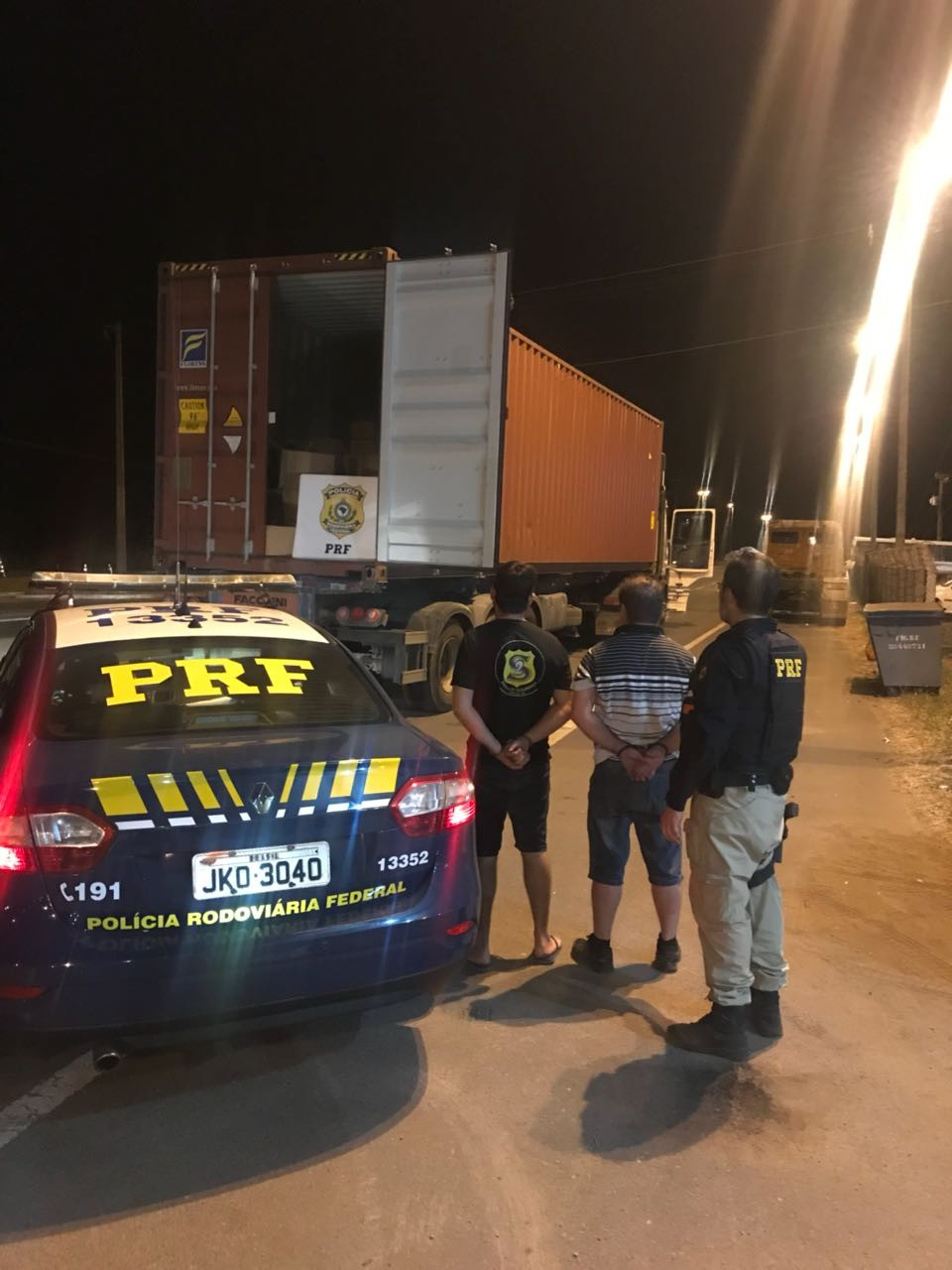 Um mês após denunciar roubo de carga na polícia, caminhoneiro é preso no DF com mercadoria