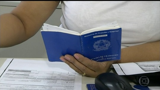 Brasileiros enfrentam dificuldades para tirar carteira de trabalho
