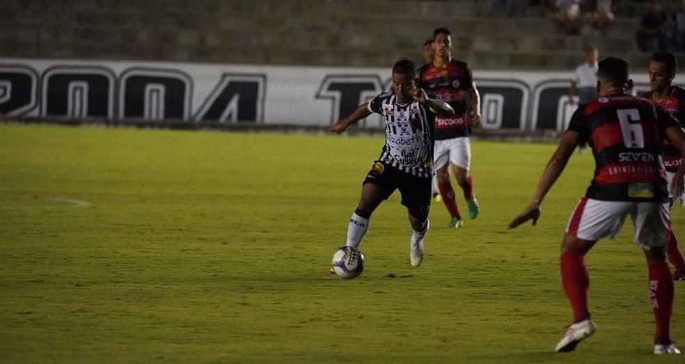 Em campo, o Botafogo-PB venceu o Campinense por 1 a 0; fora dele, Coradin deu exemplo — Foto: Paulo Cavalcanti / Botafogo-PB