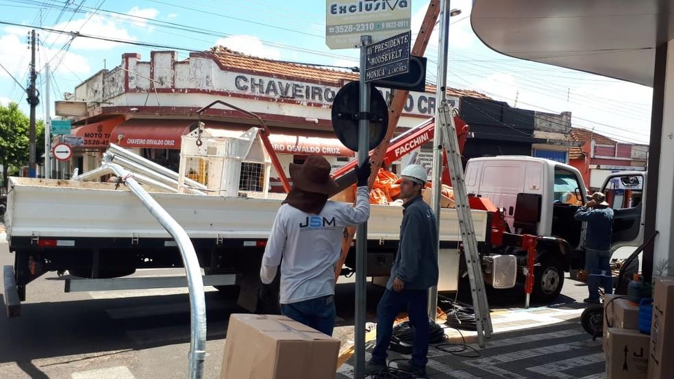 Semáforos são instalados em Osvaldo Cruz — Foto: Prefeitura/Divulgação