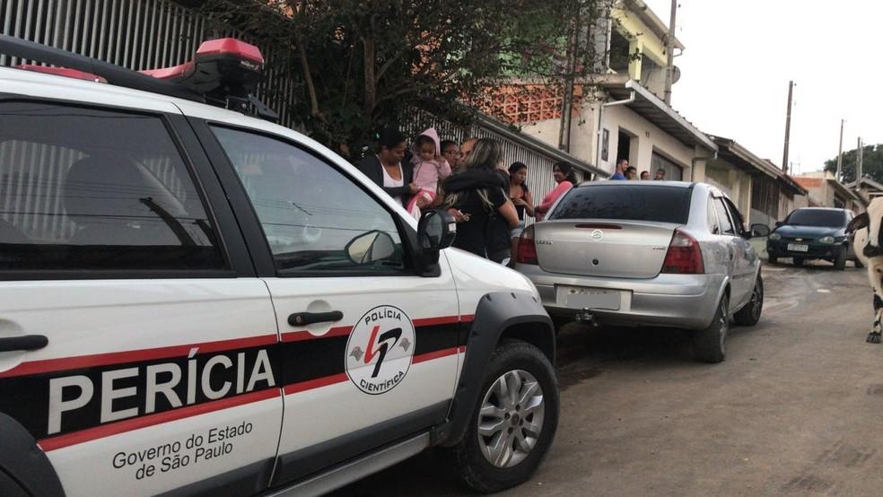 Corpos foram levados para o IML na tarde deste sábado (21) (Foto: Poliana Casemiro/G1)