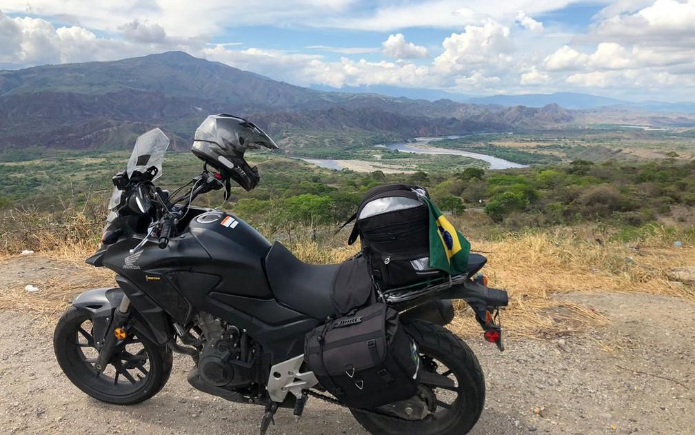 A moto de Rodolfo de Medeiros, durante trecho da viagem pelas Américas — Foto: Rodolfo de Medeiros/Arquivo pessoal