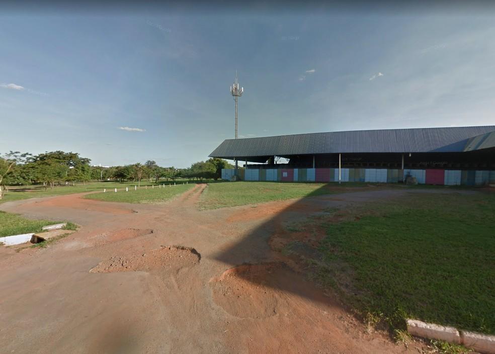 Estacionamento do Pavilhão de Exposições do Parque da Cidade, próximo a local onde corpo foi encontrado — Foto: Google/Reprodução