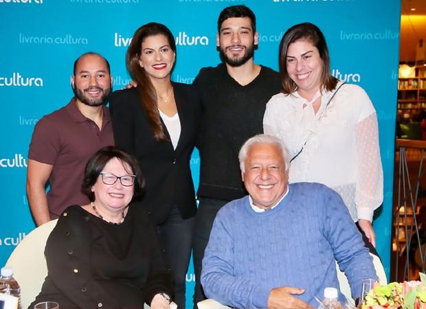 Antonio Fagundes Neto, Diana Fagundes, Bruno Fagundes, Dinah Fagundes, Rosãngela Patriota e Antonio Fagundes (Foto: Manuela Scarpa/Brazil News)