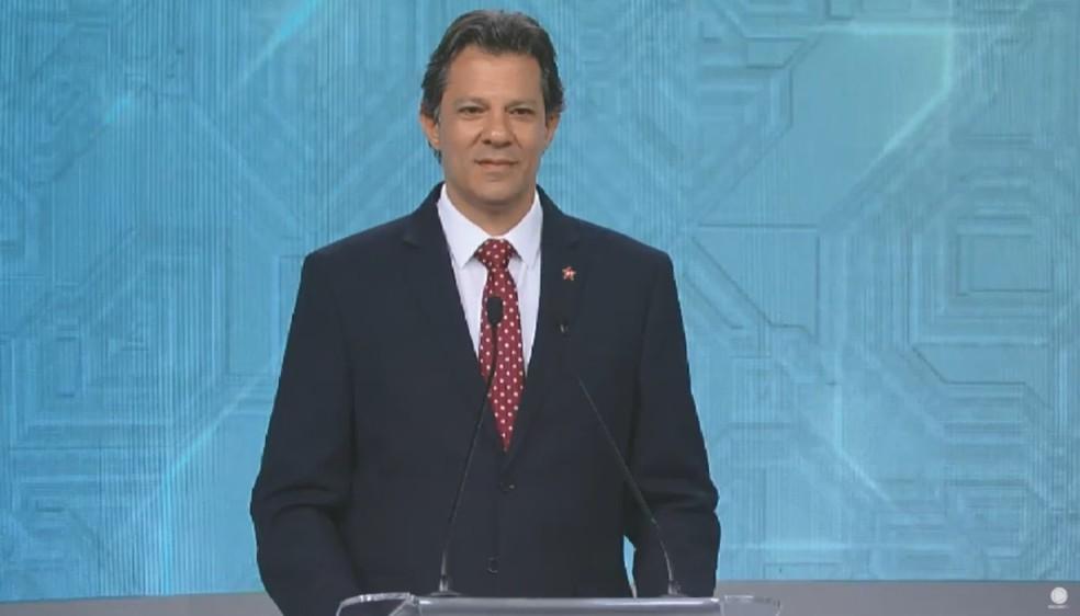 O candidato do PT à Presidência, Fernando Haddad, no debate da Rede Record — Foto: Reprodução