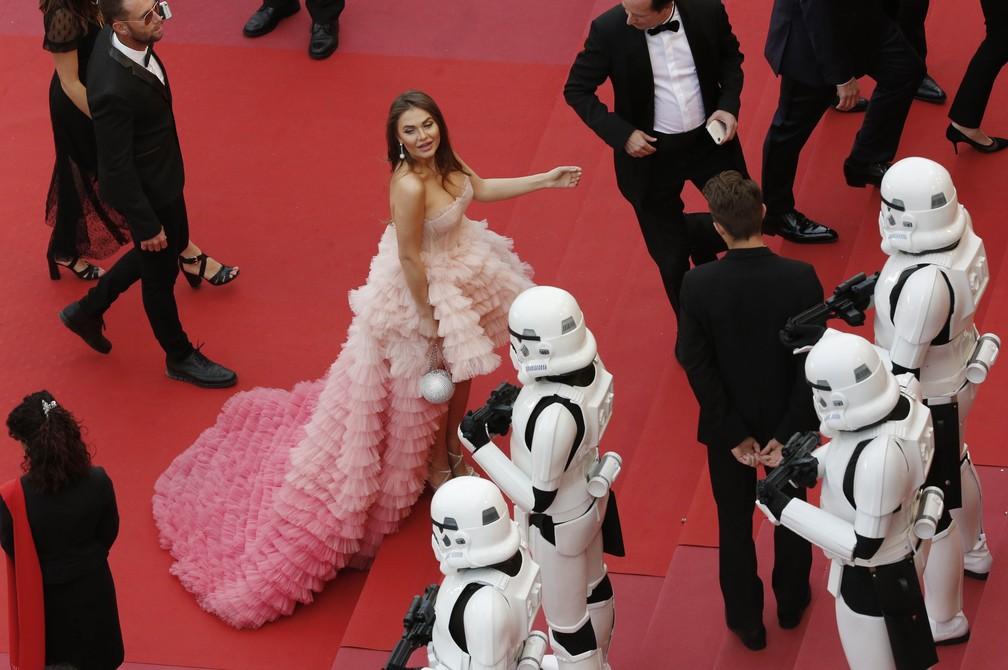 """Stormtroopers de 'Star Wars' invadem tapete vermelho em Cannes durante divulgação do filme """"Solo: A Star Wars Story"""" (Foto: REUTERS/Jean-Paul Pelissier)"""