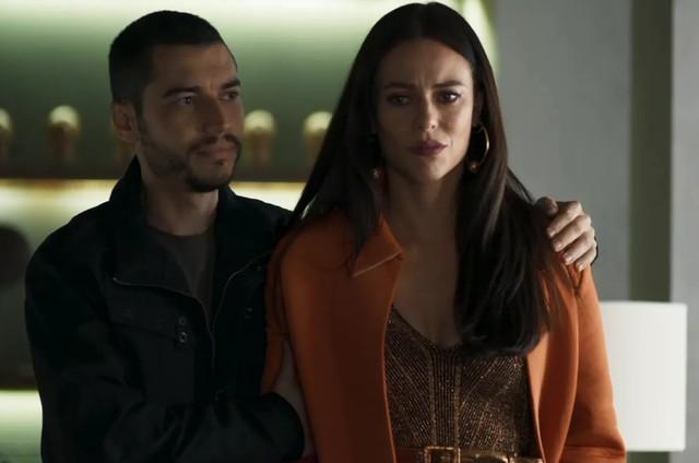 Paolla Oliveira e Lee Taylor em cena de 'A dona do pedaço' como Vivi e Camilo (Foto: TV Globo)