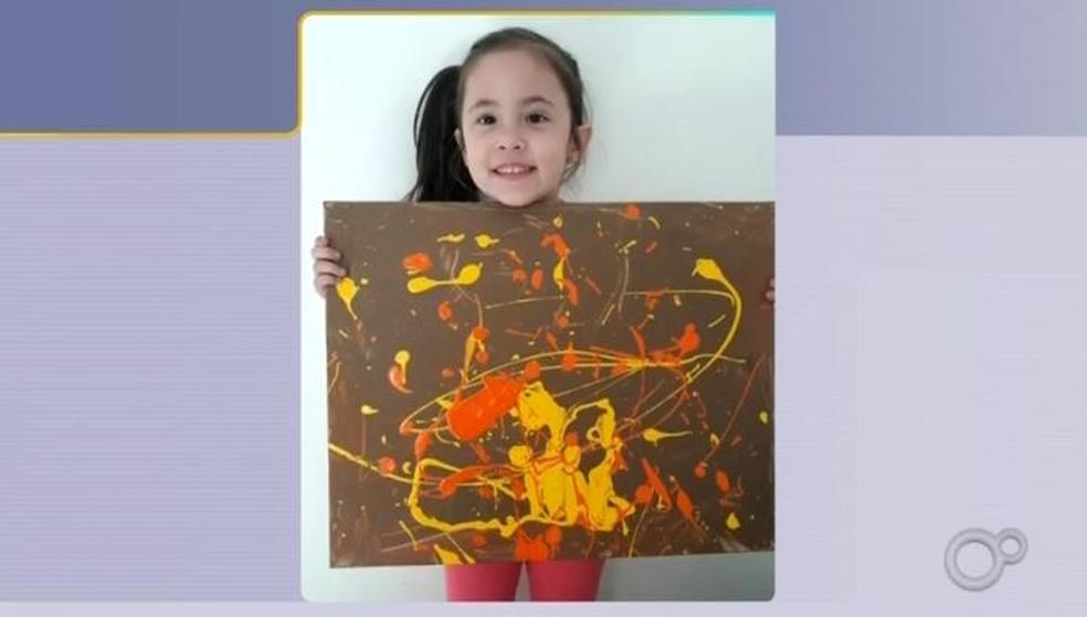 Manu, de 4 anos, viraliza com quadros em Assis — Foto: Reprodução/TV TEM