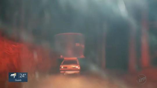 Ladrões tentam levar caixa d'água de 5 mil litros em cima de Monza em Patrocínio Paulista, SP
