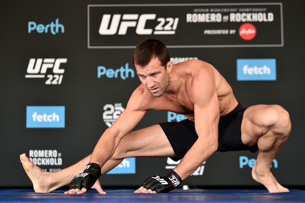 Luke Rockhold em ação no treino aberto do UFC 221 (Foto: Jeff Bottari/Getty Images)