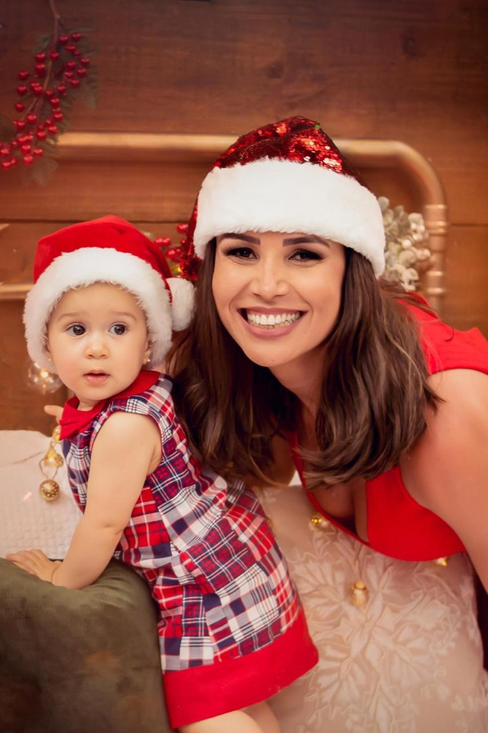 A mamãe Leisiane Almeida, que vai passar o primeiro Natal com a filhota — Foto: Arquivo Pessoal