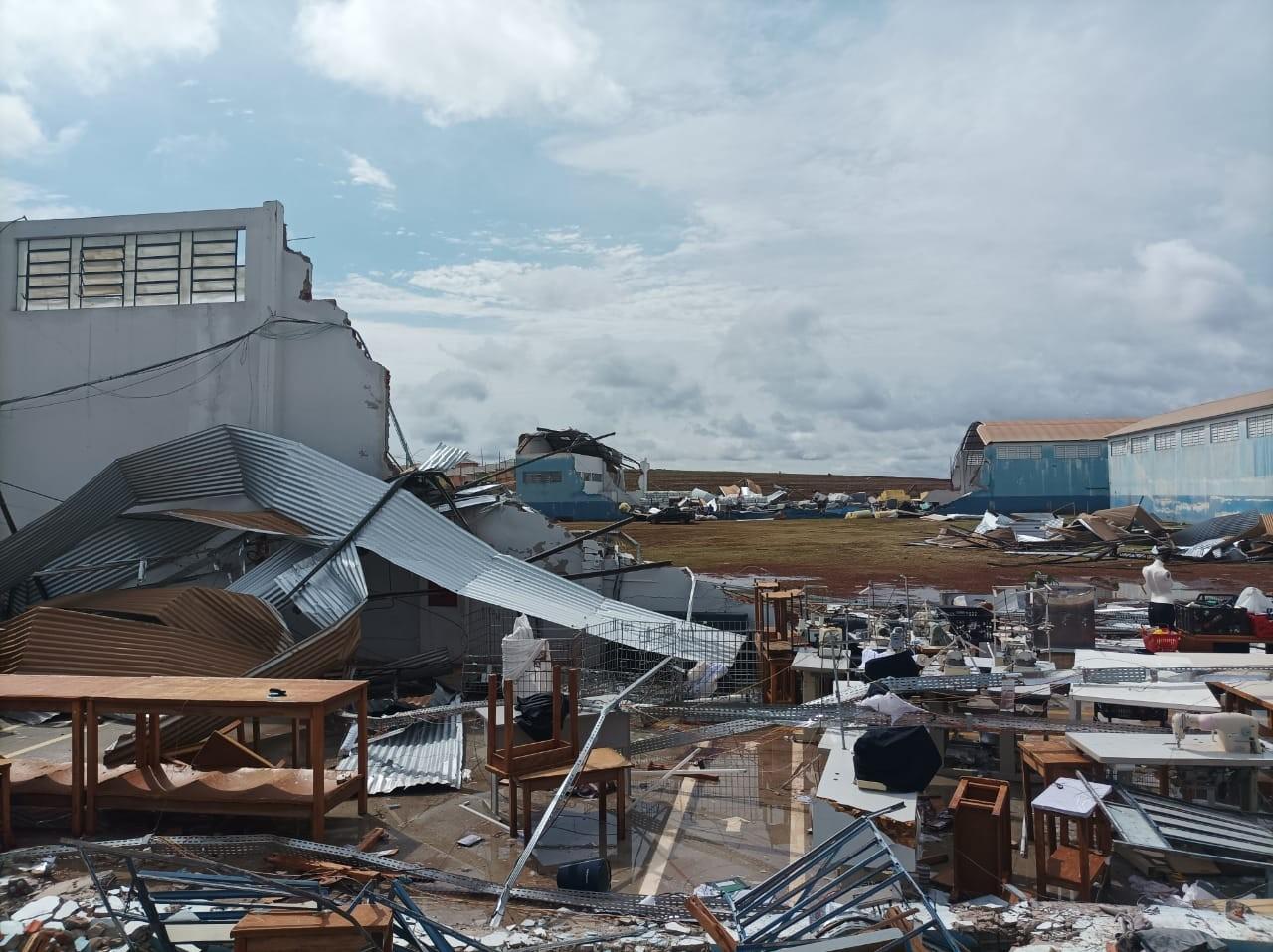 Temporal deixa 938 casas danificadas no Paraná, e causa desligamento de cinco unidades geradoras da Itaipu