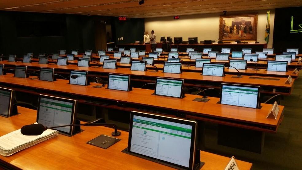 Por volta das 8h15 desta terça, o plenário da CCJ ainda estava praticamente vazio (Foto: Bernardo Caram, G1)