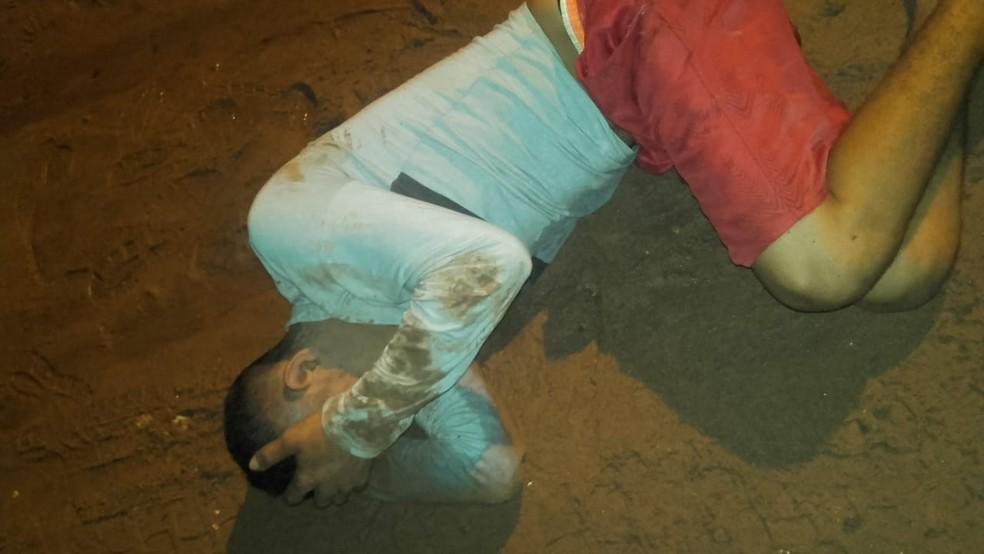 Homem foi pego dentro de um carro no bairro Santana — Foto: Reprodução/Redes Sociais