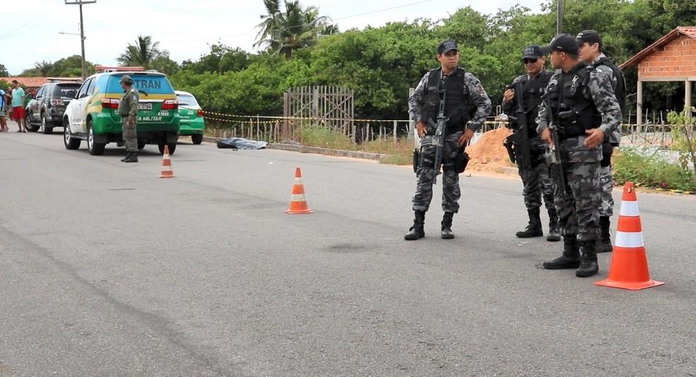 PI-116 foi interditada após o crime, em Parnaíba.  — Foto: Kairo Amaral/TV Clube