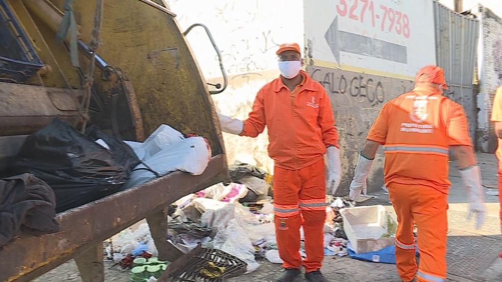 Mais de três mil profissionais fazem o serviço de limpeza na capital — Foto: Reprodução / TV Globo