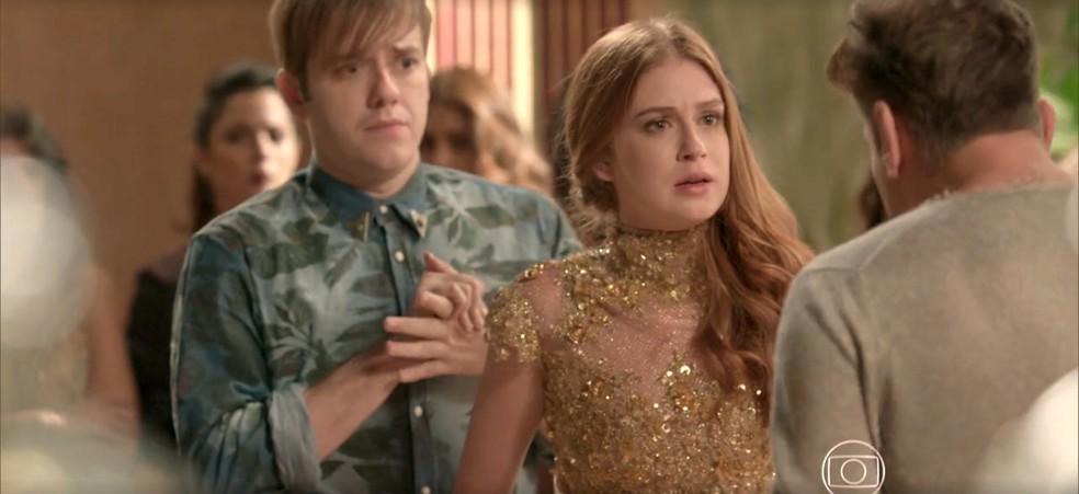 Arthur tenta convencer a modelo a ficar e fazer a prova — Foto: TV Globo
