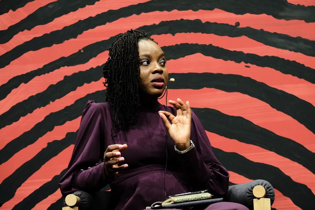 Ayobami Adebayo, escritora nigeriana premiada, participa de mesa na Flip 2019 — Foto: Walter Craveiro/Flip/Divulgação