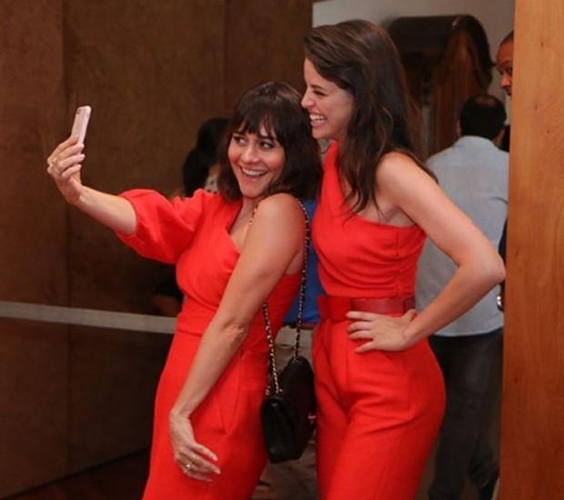 Alessandra Negrini e Agatha Moreira (Foto: Daniel Pinheiro/Editora Globo)