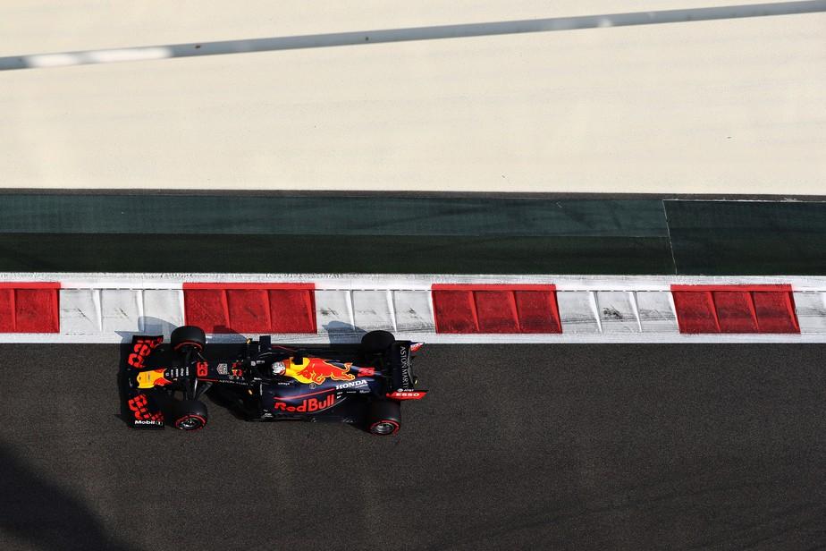 GP de Abu Dhabi: Verstappen lidera terceiro treino com apenas 0s089 separando três primeiros