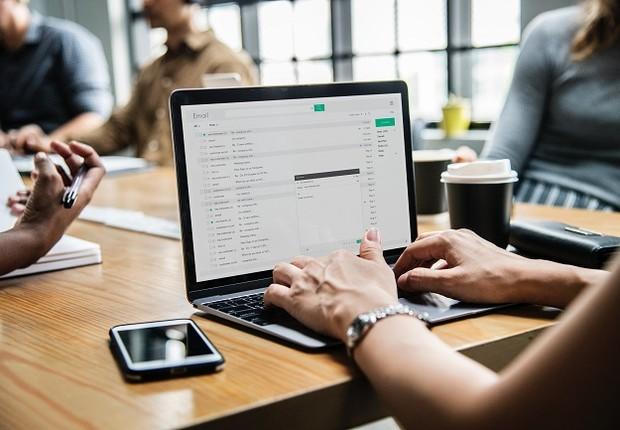 E-mail; computador; trabalho (Foto: Pexels)