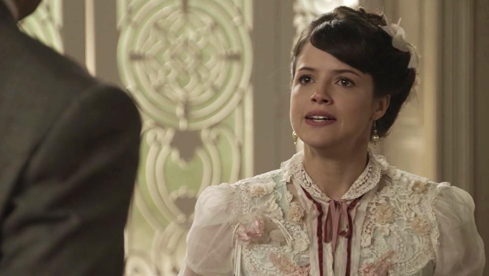 Ema procura Darcy para lhe dar um conselho  (Foto: TV Globo)