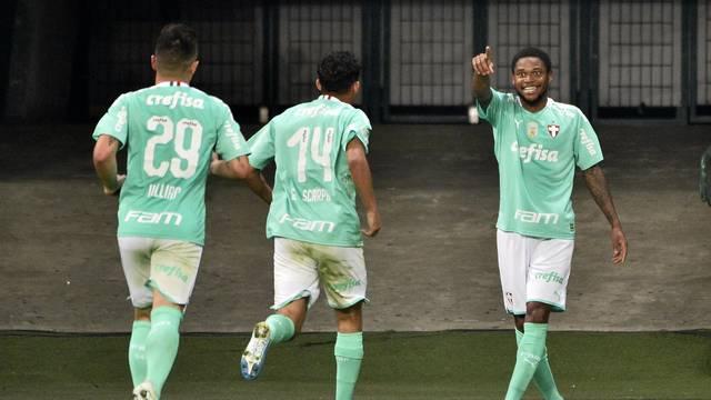 Jogadores do Palmeiras com a terceira camisa, que estreou nesta terça