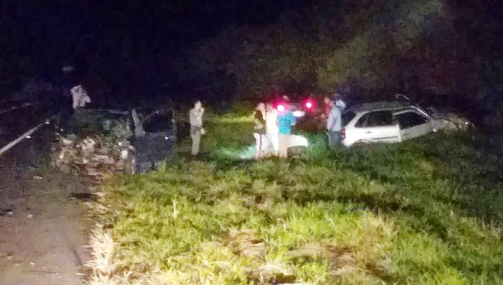 Os outros dois carros envolvidos também ficaram destruídos o terceiro veículo do acidente parou fora da pista — Foto: Izzo Soares/Arquivo pessoal