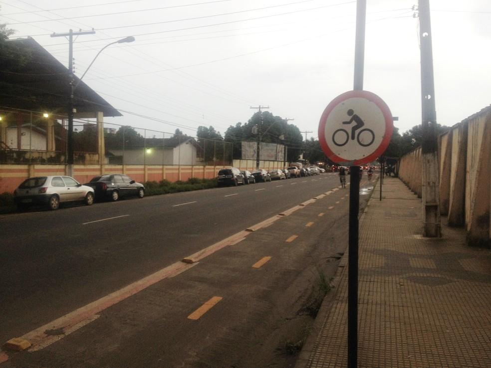 Macapá tem cerca de 10 quilômetros de ciclofaixa, que não são suficientes — Foto: Abinoan Santiago/Arquivo G1