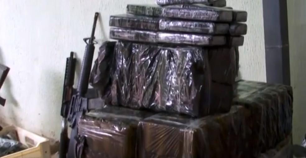 Polícia encontra arsenal em compartimento secreto dentro de chácara no interior de São Paulo — Foto: Gabi Villaça