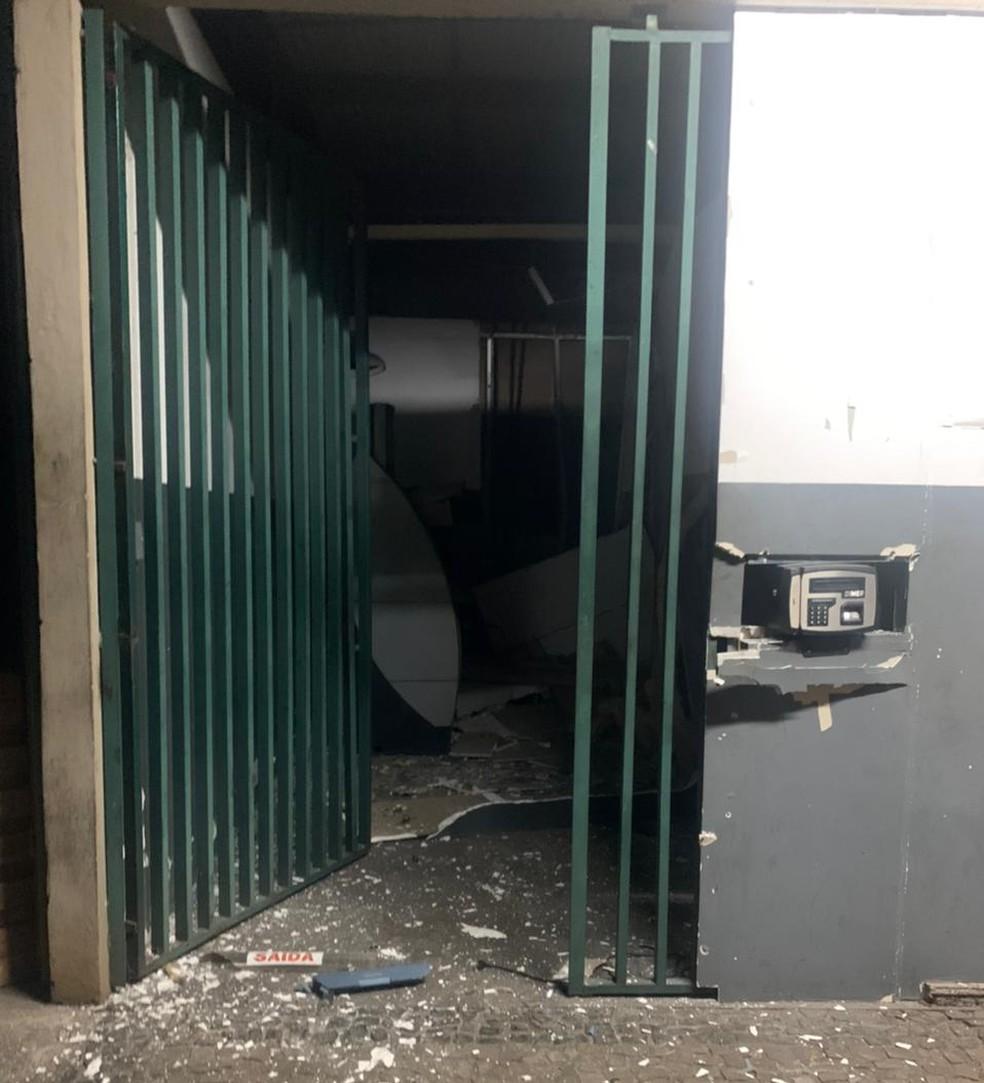 Criminosos explodiram caixa eletrônico dentro de fábrica de bicicletas na Zona Sul de Teresina — Foto: Polícia Militar
