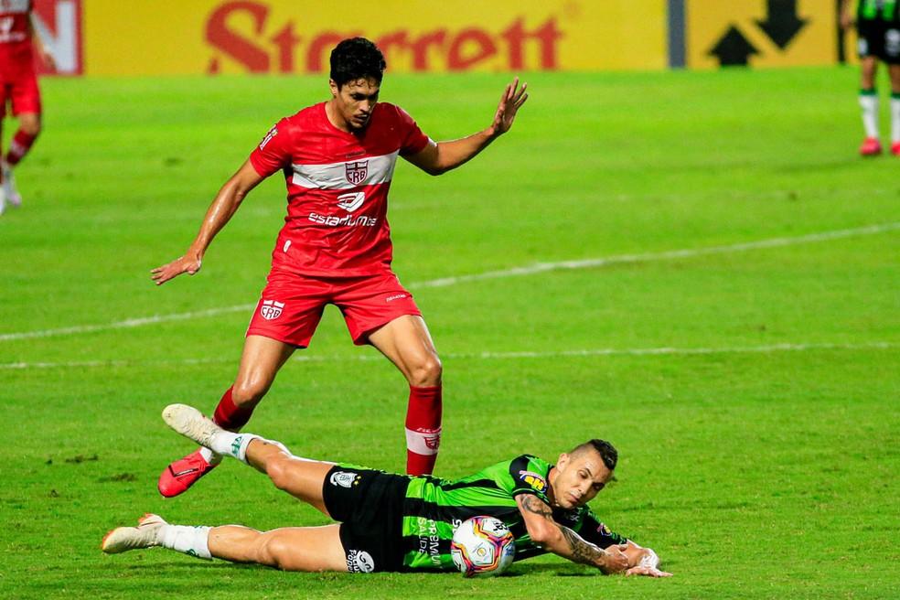 Tricolor Reginaldo defendeu o CRB em 2020 — Foto: Ailton Cruz/Gazeta de Alagoas