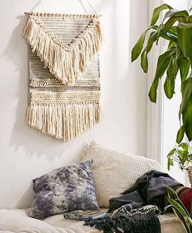 Decoração de sala de estar com franjas no estilo boho (Foto: Pinterest/ Reprodução)