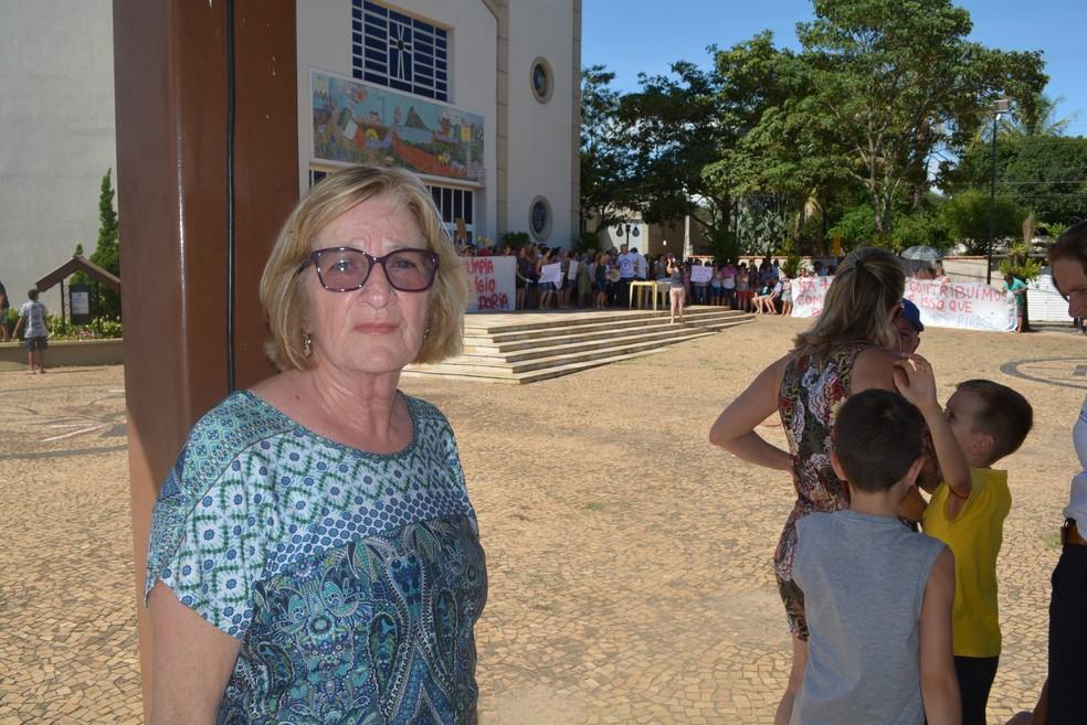 Aposentada Dirce Gobette Vitti, de 68 anos, participou de protesto contra pedágio no bairro Santana, em Piracicaba — Foto: Rodrigo Pereira/ G1 Piracicaba