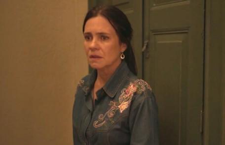 No sábado (7), Thelma (Adriana Esteves) entrará em trabalho de parto e vai correr risco de morrer Reprodução