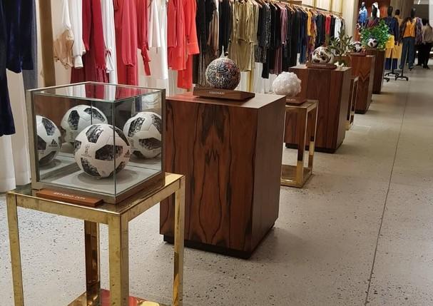 Bolas expostas na NK Store (Foto: Reprodução/Instagram)