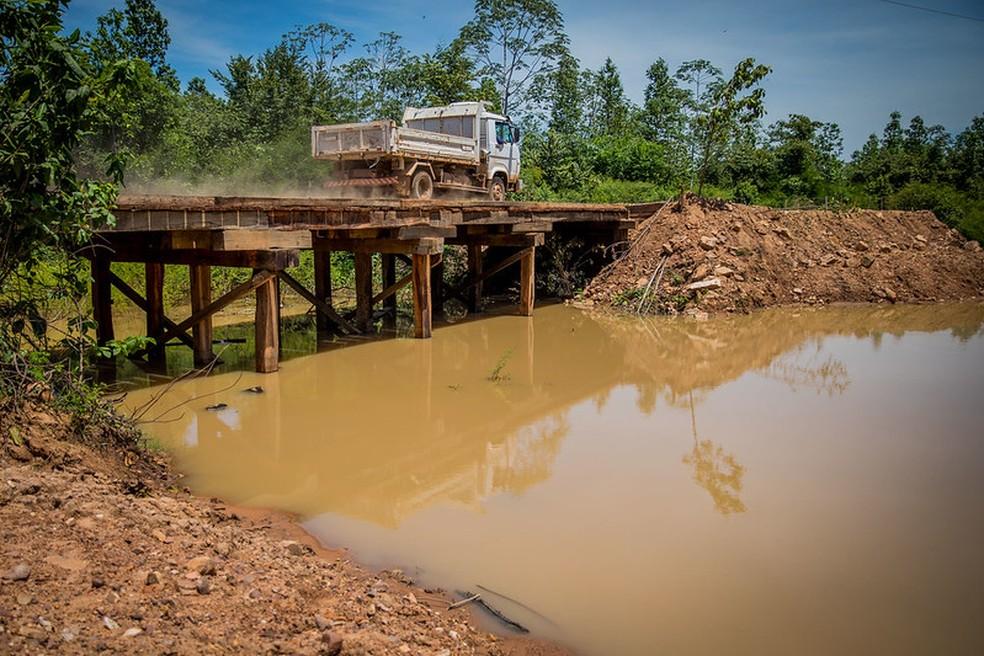 Retirada dos aterros e desvios garante área livre para a passagem de água por baixo da ponte — Foto: Christiano Antonucci/Secom-MT