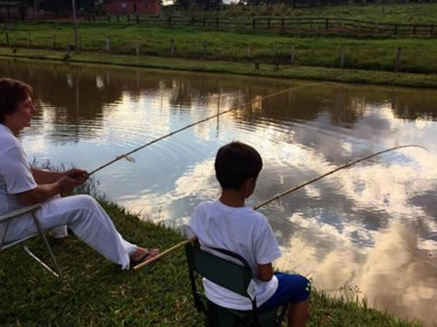Fabio Jr. pesca com seu filho no sitio em Cesário Lange em foto postada no Instagram oficial do cantor (Foto: Reprodução/ Instagram/ fabiojroficial)