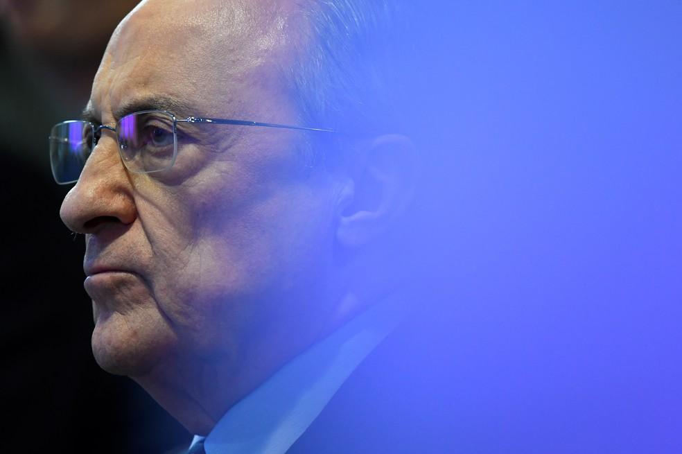 Florentino Pérez, presidente do Real Madrid, fica isolado após desistências na Superliga — Foto: AFP