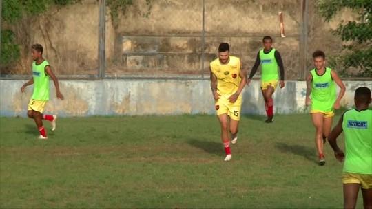Flamengo-PI apresenta atacante gigante de 2,02m que vai jogar pela primeira vez no Nordeste