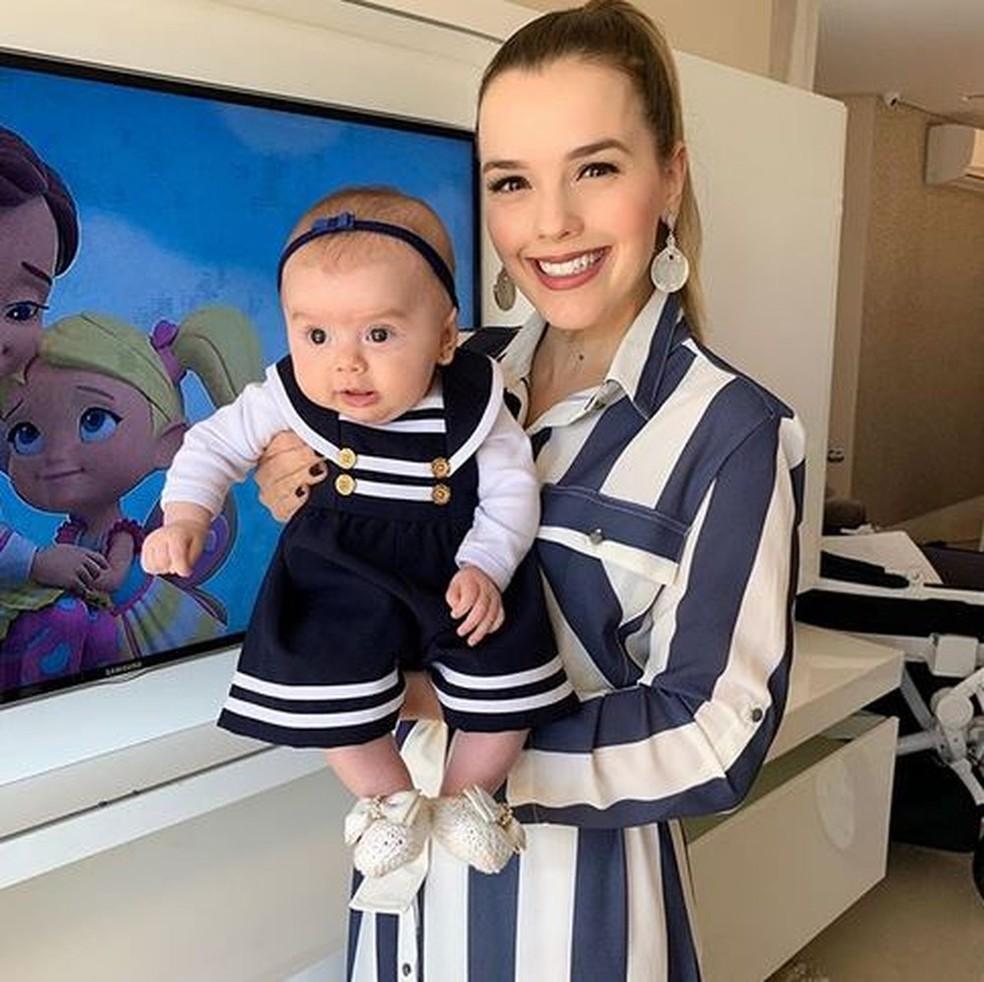 Thaeme posa com a filha e mostra roupinha que comprou há 7 anos: 'Sonhava que um dia meu bebê usasse' — Foto: Arquivo Pessoal