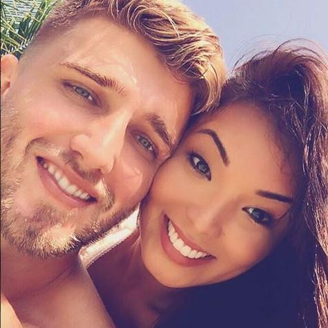 Carol Nakamura com o namorado, Aislan Lottici (Foto: Reprodução)