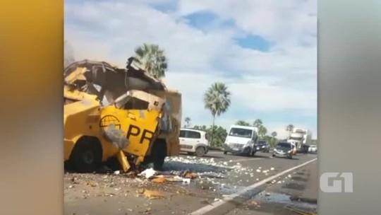 Criminosos explodem carro-forte e funcionários são baleados em rodovia do PI