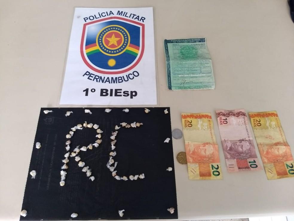 Material apreendido foi levado à Delegacia de Plantão (Foto: Polícia Militar/Divulgação)
